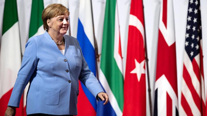 «Кто опоздал? Ничего не опоздал». Сеть по-своему разгадала сверку часов Путина и Меркель