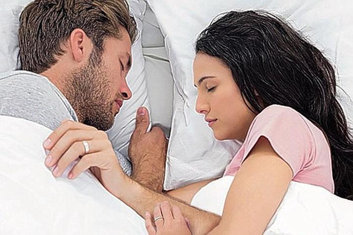Тест на совместимость по позе во время сна