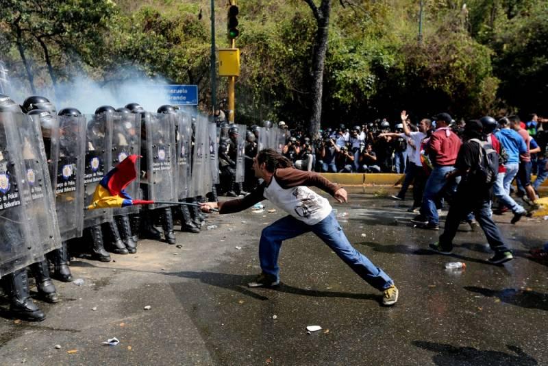 На венесуэльской границе появились первые жертвы