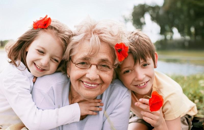 «Бабушкам ничего не надо делать, только в гости приходить!»