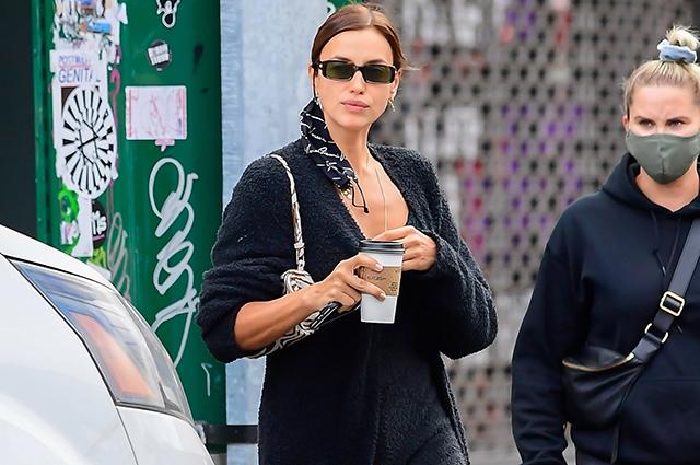 Уличный стиль знаменитости: Ирина Шейк в домашней одежде и сапогах на прогулке в Нью-Йорке Звездный стиль