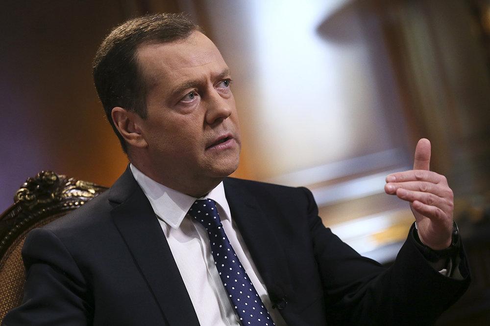 Медведев в телеинтервью подведет итоги года