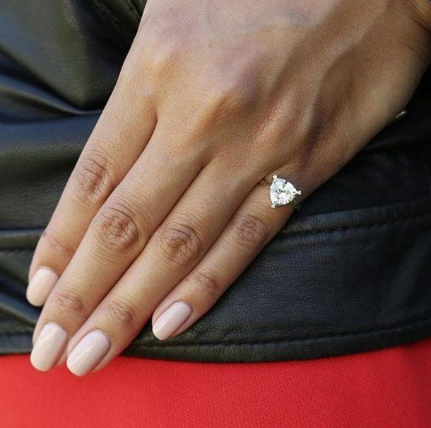 кольцо на мизинце картинка потом поняла