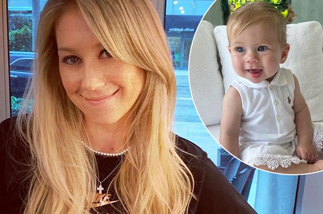 Анна Курникова поделилась новым снимком младшей дочери Маши