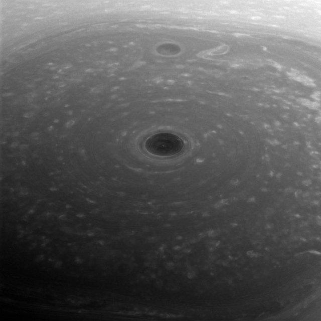 Как выглядит буря на Сатурне