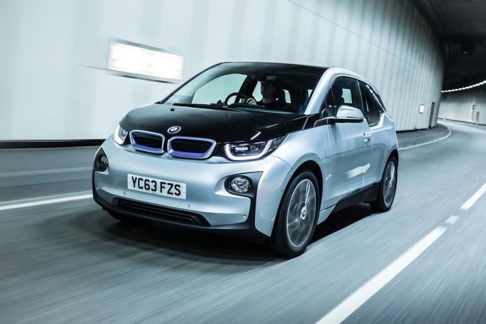 BMW i3 – электромобиль, в котором бензинового мотора нет вовсе.