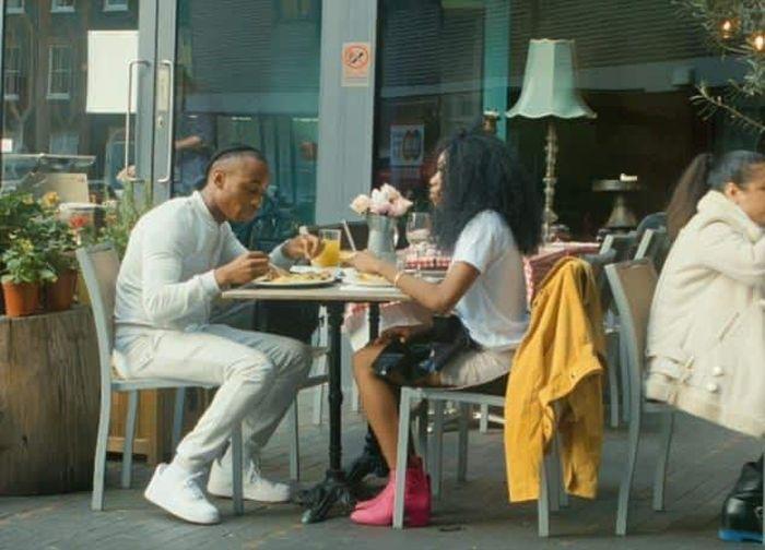 Социальный эксперимент: замечают ли мужчины, во что одета женщина на свидании?
