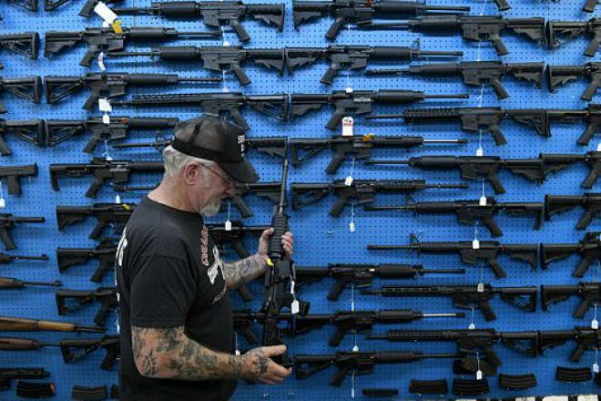 Самый вооруженный человек в Америке собрал 4000 стволов и показал свой арсенал