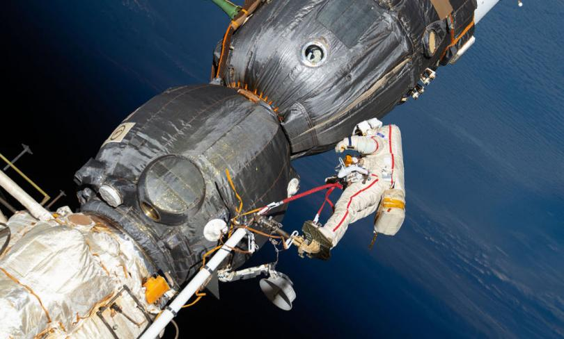 Российский космонавт Олег Кононенко и космический корабль «Союз МС-09», 11 декабря 2018. (Фото NASA):
