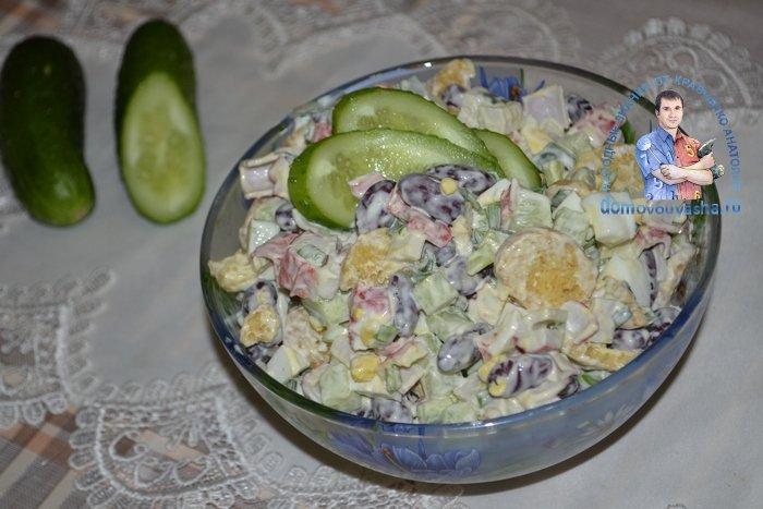 Салат с красной фасолью и крабовыми палочками