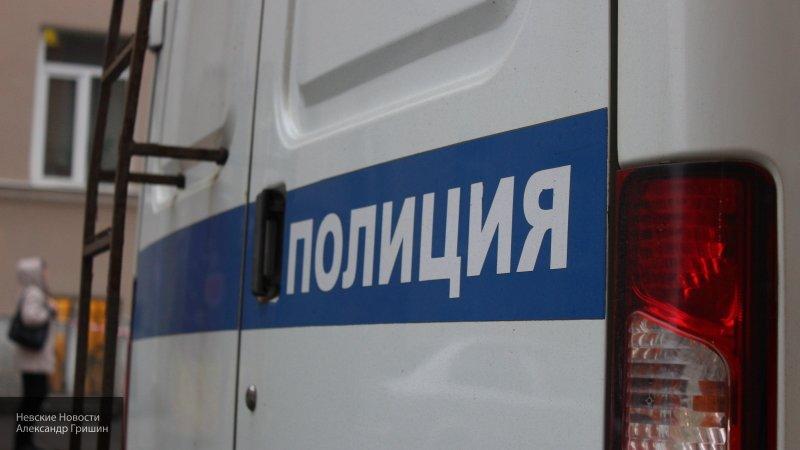 Труп неизвестной женщины обнаружили у автобусной остановки в Петербурге