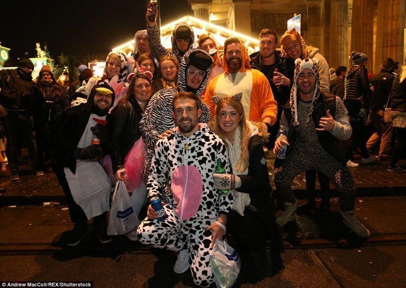 Празднование Хогманая в Эдинбурге. Хогманай - праздник в честь последнего дня года великобритания, новый год, погуляли, тусовщики, фоторепортаж, хогманей, шотландия
