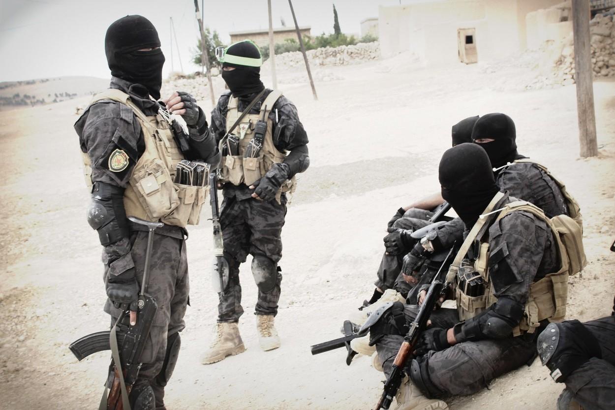 США в панике: шиитское народное ополчение перешло границу Ирака и Сирии