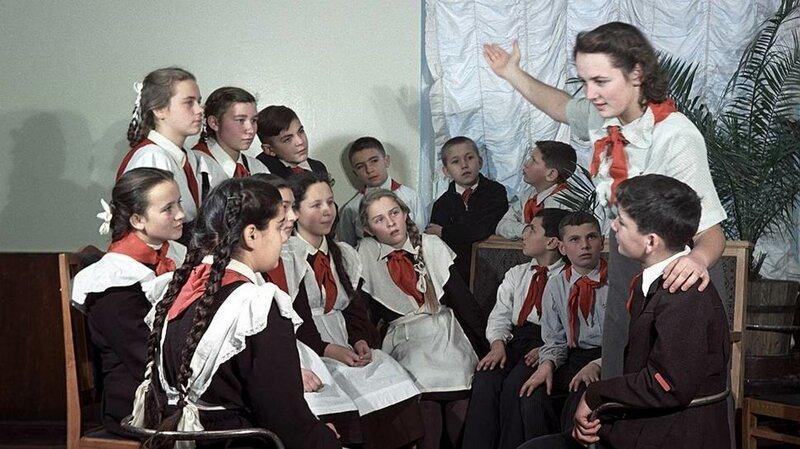 Пионервожатая рассказывает детям о Ленине, 1951 год СССР, фото, это интересно